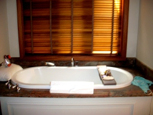 Cozy bath: scented candles,   lavande soaps